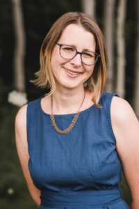 A photo of Linzy Bonham is captured. She is a therapist and creator of the Money Skills for Therapists Course. Linzy is featured on Practice of the Practice, a therapist podcast.